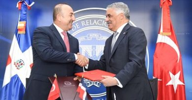 Cancilleres de República Dominicana y Turquía firman tratado para fortalecimiento en el área de Turismo