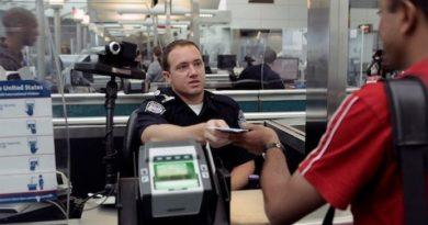 En aeropuertos de EEUU se presiona a los dominicanos para que firmen renuncia de su residencia