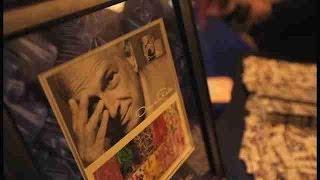 Servicio Postal de EE.UU. conmemora en sellos al dominicano Óscar de la Renta
