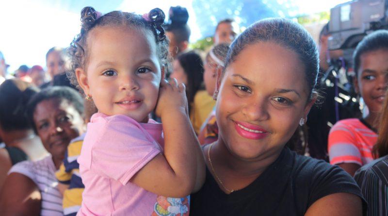 Vecinos de Hato del Yaque reciben estancia infantil; 226 niños tendrán atención integral