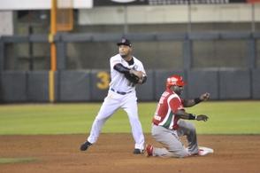 México vence a Dominicana, queda como líder de la serie