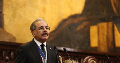Danilo Medina anuncia Gobierno formará 20 mil profesores en excelencia académica