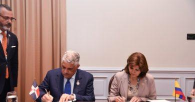 Canciller Miguel Vargas anuncia firma de acuerdo con Colombia
