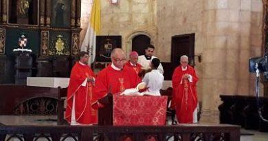 Arzobispo Ozoria encabeza misa de la Pasión y Muerte de Cristo