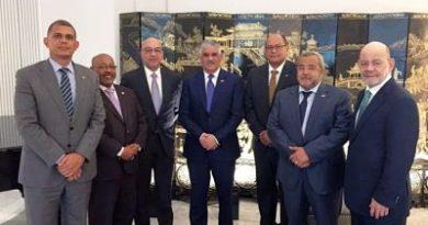 Canciller Miguel Vargas se reúne con cónsules dominicanos en Madrid, España