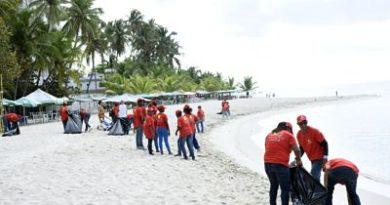 Ministerio de Turismo concluye jornada de limpieza de playa