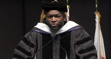 PROVIDENCE: David Ortiz recibe su primer doctorado honoris causa