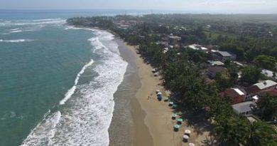 Violaciones de leyes por las autoridades, arrabalizacion de la playa por negocios privados y construcciones ilegales, asi es la playa de Cabarete