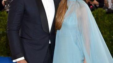 La reina y su príncipe azul en gala del MET