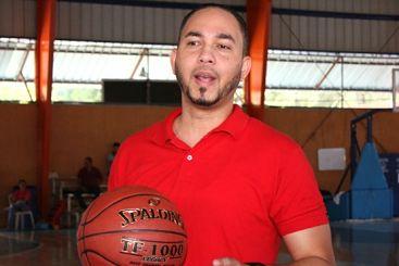 """David Díaz sugiere """"sacrificio"""" a los jugadores de la selección nacional de baloncesto"""