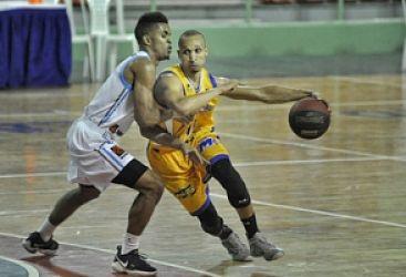 Metros se imponen a los Titanes con 25 puntos de De León