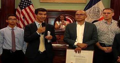 Ydanis Rodríguez entrega proclama a organizadores Festival de Cine Dominicano