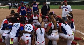 Dominicana vence a Argentina 12-9 en apertura mundial sub-19 sóftbol femenino