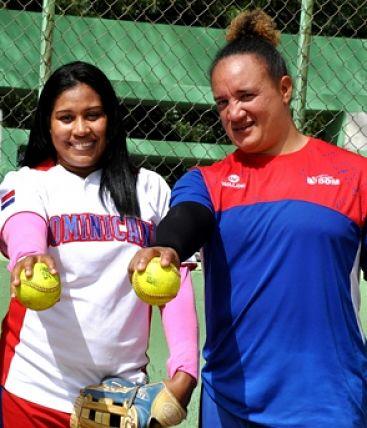 ¡Las mujeres toman el control del softbol!