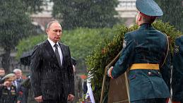 """""""No estoy hecho de azúcar"""": Putin explica por qué no usó paraguas en el emblemático video"""