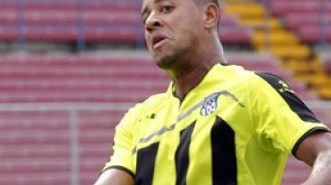 Miguel Lloyd, el dominicano que dejó el béisbol y triunfa en el fútbol