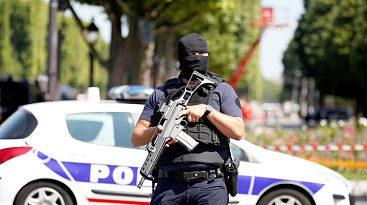 FATAL; Francia: vehículo se estrella contra dos paradas de autobús en Marsella