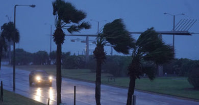 Harvey toca tierra en la costa de Texas convertido en huracán de categoría 4