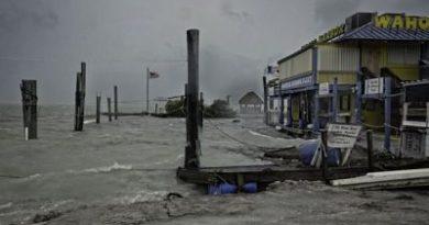 El huracán Irma sorprende costa oeste de Florida