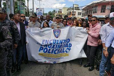 Policía realiza operativo médico durante encuentro de corte social en SDN
