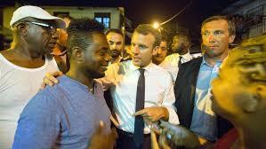 """""""Todavía tengo nariz"""", la respuesta de Macron cuando huele a unos jóvenes fumando marihuana"""