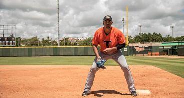 Ronald Guzmán se ha vuelto más fuerte por obstáculos en el béisbol