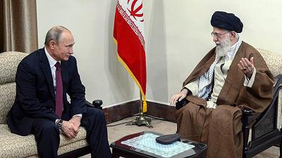 El líder supremo iraní sugiere a Putin un método para aislar a EE.UU.