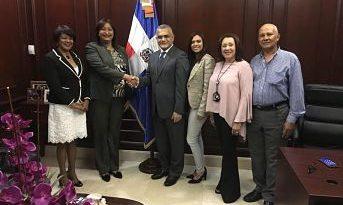 Diputada Annie Baez intercambia impresiones con viceministro de MIREX
