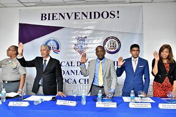 Juramentan la mesa de seguridad ciudadana y genero en Boca Chica
