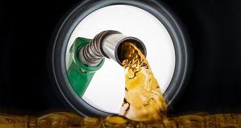 Continúan alzas de los combustibles; choferes advierten aumentarán pasaje