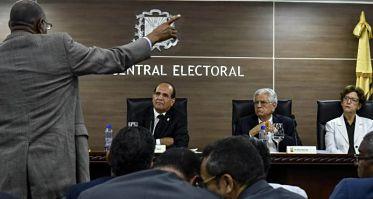 Falta de arbitraje y padrones abultados han afectado a los partidos políticos
