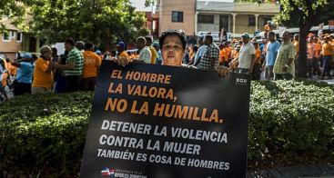 Cientos de hombres marchan en la capital contra la violencia de género