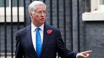 Ministro de Defensa británico renuncia tras acusación de acoso sexual