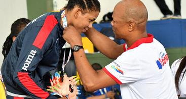 Yessica Oviedo conquista medalla de oro en lucha Juegos Bolivarianos