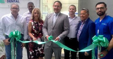 UCE inaugura laboratorio dental