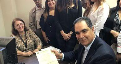Ortopeda Santiago Hazím se inscribe para ganar una vicepresidencia nacional del PRM