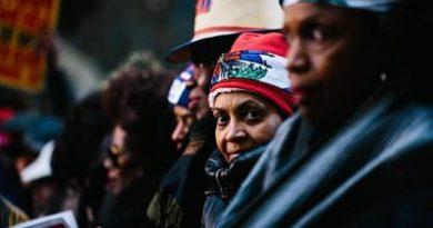 """Dominicanos en EEUU: """"Ahora más que nunca anden por el librito"""""""