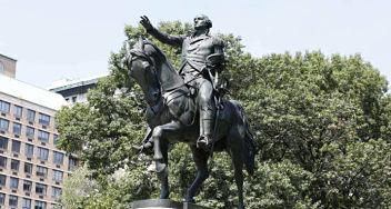 Nueva York decide sobre monumentos históricos polémicos, se queda la estatua de Cristóbal Colón