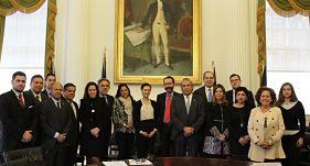 Oficiales de NY y cónsules latinoamericanos urgen al Congreso EEUU protección a inmigrantes