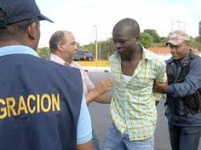 No podemos seguir manteniendo a medio país de extranjeros ilegales