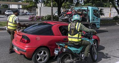 Retienen más de 200 vehículos sin marbete