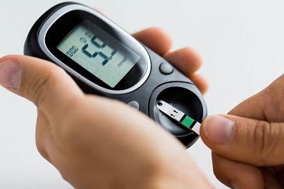 7 maneras de controlar los altos niveles de azúcar en la sangre