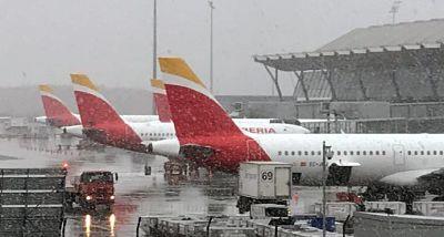 El temporal de nieve en España obliga a cancelar 70 vuelos y varios desvíos