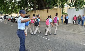 Policía Escolar garantiza seguridad al área educativa