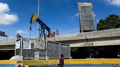 Tillerson revela la intención estadounidense de imponer un embargo petrolero a Venezuela