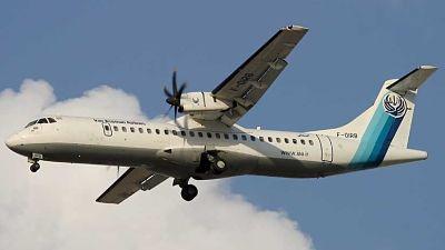 Un avión con decenas de pasajeros se estrella en Irán
