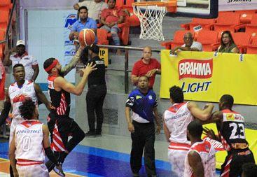 Plaza Valerio con 5-2 iguala en la punta con el CGUG en Basket Superior de Santiago