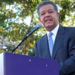 Leonel Fernández advierte que personas son inducidas a creer en algo que no es real