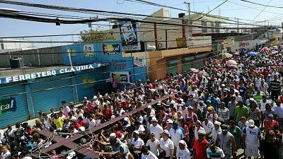 Multitudinario viacrucis realizan feligreses en Los Alcarrizos
