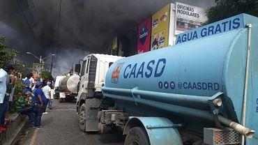 CAASD brinda total apoyo para sofocar incendio en almacén de avenida Independencia